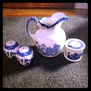 Willow Ware Set S+P Shakers, Soup Luster, Pitcher